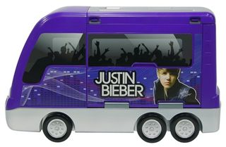 Justin-Bieber-Tour-BusStage-2